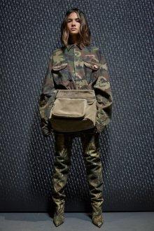 Женская куртка в стиле милитари