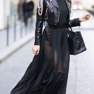 Черная водолазка с кожаной курткой