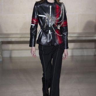 Кожаная куртка с цепями 2018