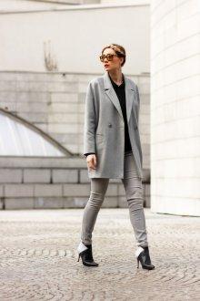 Серое пальто короткое