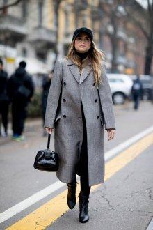 Серое пальто в стиле милитари