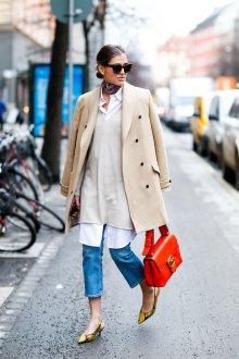 Двубортное пальто светлое