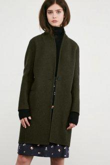 Зеленое двубортное пальто