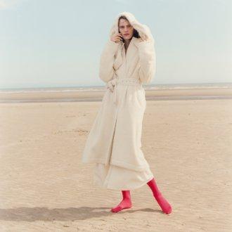 Белое пальто из альпаки