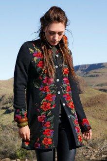 Пальто из альпаки с вышивкой