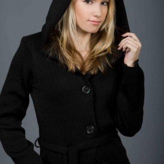 Черное пальто с капюшоном