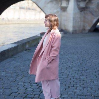 Розовое пальто из драпа