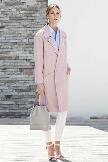Розовое пальто прямое