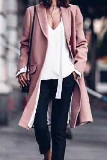 Пудрово розовое пальто