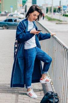 Длинное джинсовое пальто