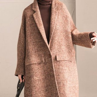 Бежевое драповое пальто