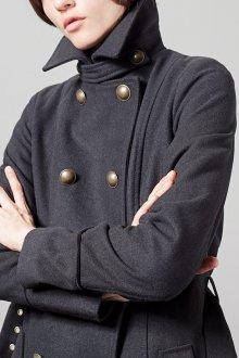 Драповое пальто в стиле милитари