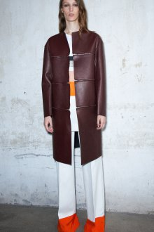 Бордовое кожаное пальто