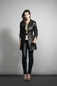 Черное кожаное пальто