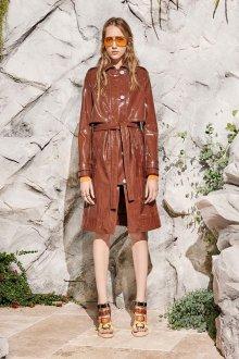 Коричневое кожаное пальто