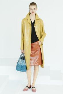 Желтое кожаное пальто