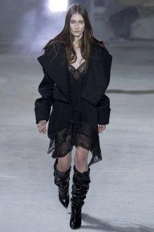 Черное короткое пальто