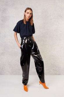 Лаковые брюки с высокой талией
