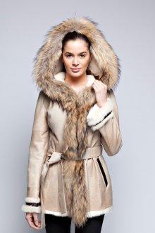 Светлая кожаная куртка с мехом