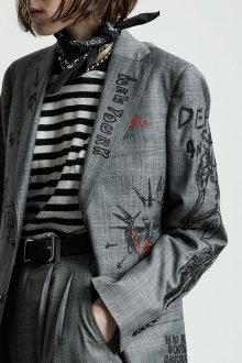 Серый пиджак с вышивкой