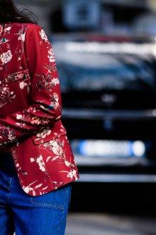 Красный пиджак с цветами