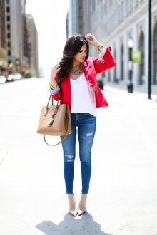 Красный пиджак с джинсами