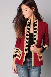 Красный пиджак в стиле милитари