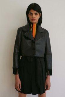 Короткий кожаный пиджак