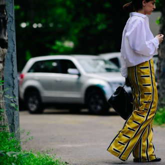 Женские широкие брюки в полоску