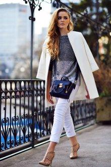 Белые джинсы с подворотами