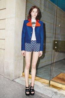 Короткий синий пиджак