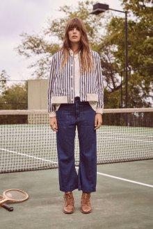 Прямые джинсы с накладными карманами