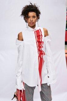 Женская белая рубашка с красным декором