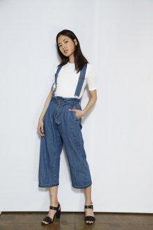 Голубые джинсы летние