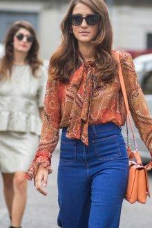 Бежевая блузка в восточном стиле
