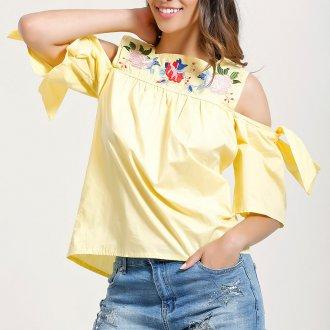 Желтая блузка с открытыми плечами