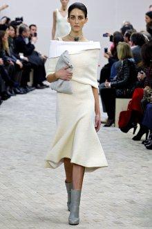 Белая трикотажная блузка