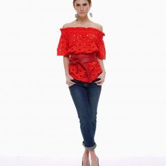 Ажурная красная блузка