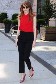 Красная блузка с брюками