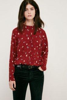 Красная блузка с длинным рукавом