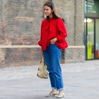 Красная блузка с джинсами