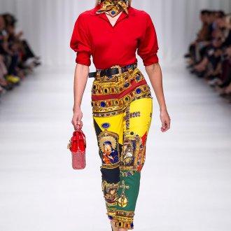Красная блузка с воротником поло