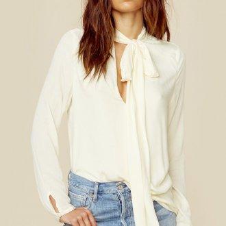 Белая блузка с воротником бантом