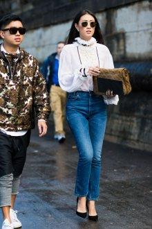 Блузка с кружевным воротником