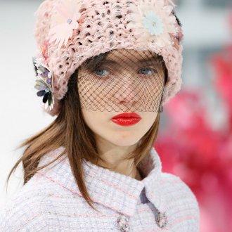 Розовая зимняя шапка 2018