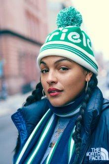 Зеленая шапка с отворотом