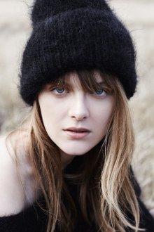 Черная шапка из мохера