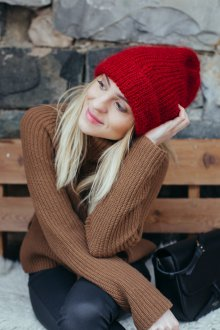 Красная шапка из мохера