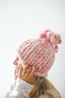Объемная шапка розовая