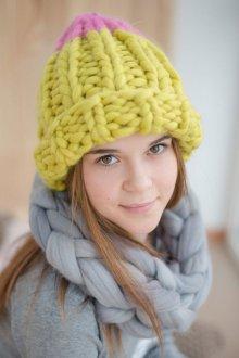 Объемная шапка желтая